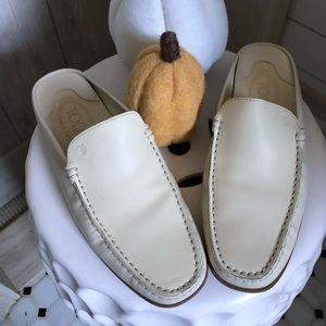 Tods  leather slip on loafer